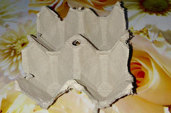 Яичные упаковки разные бывают: из пластмассы, из пенопласта, из папье-маше (самый древний вид).