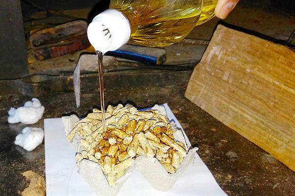 Растопка из готовых продуктов (на основе древесных пеллет).
